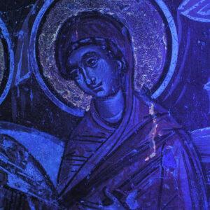 Suprafața degradată a picturii în lumină UV.