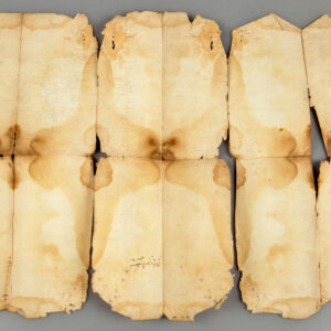 Documentul după desfacerea din pliere.