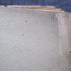 Detaliu colț filă după curățirea uscată.