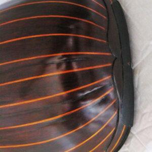 Capătul inferior al cutiei de rezonanță, după restaurare.