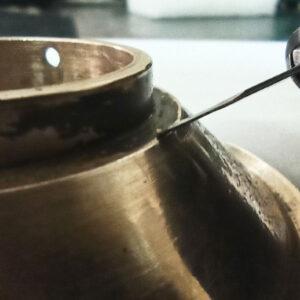Curățare mecanică sub stereomicroscop - depuneri aderente.